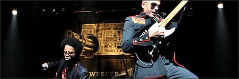 Tom Morello y Boots Riley en directo con Street Sweeper Social Club